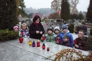 wizyta na cmentarzu  03