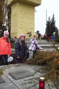 wizyta na cmentarzu  04